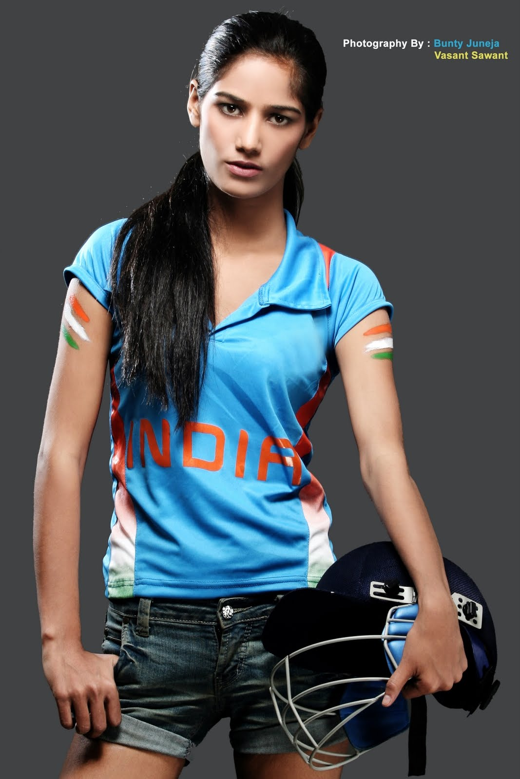 Poonam Pandey Decides To Go Nude If Team India Lifts -1831